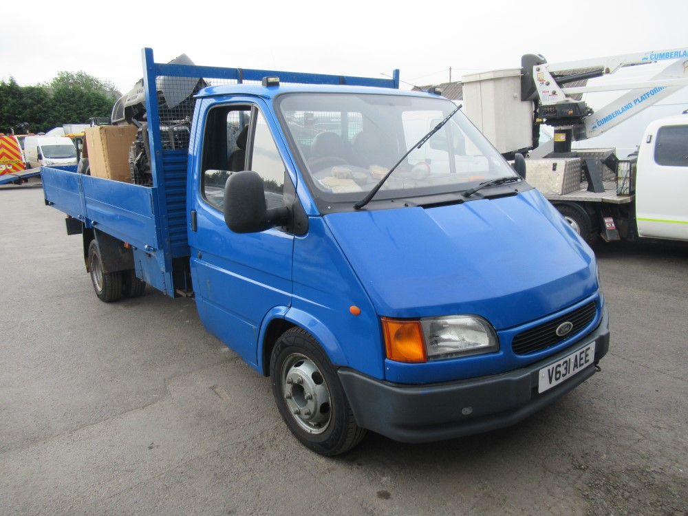 2000 V reg FORD TRANSIT 190 DROPSIDE C/W LARGE SELECTION OF SPARES INC 2 REPLACEMENT ENGINES