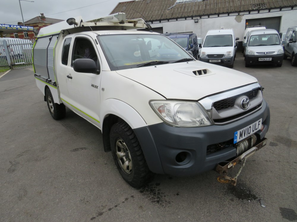 2010 10 reg TOYOTA HILUX HL2 D-4D 4 X 4 ECB - RUNS BUT DOESN'T DRIVE (DIRECT ELECTRICITY NW)